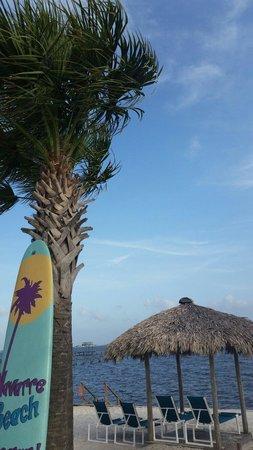 Navarre Beach Camping Resort: Beach area on the sound.