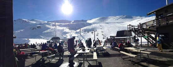 Mt Hutt Ski Area: Plenty of room to sit and enjoy the view, inside & outside