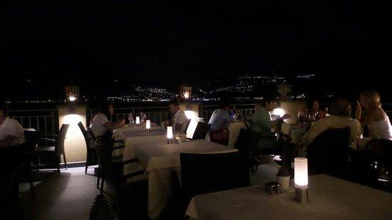 Ristorante La Vista: Come si presenta la terrazza alla vista e il bellissimo panorama