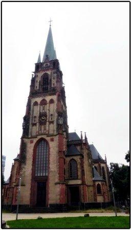 Altstadt: Католический собор (неподалёку от Старого города)