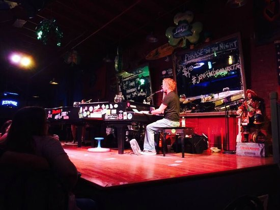 Savannah Smiles Dueling Pianos Saloon: The stage