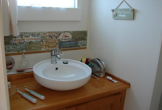 Waters Edge Holiday Accommodation: Bathroom vanity, Water's Edge