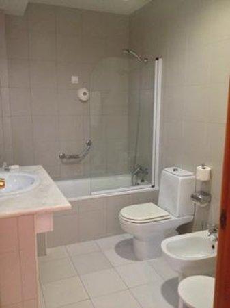 Hotel Mundial: Banheiro feio e mal iluminado