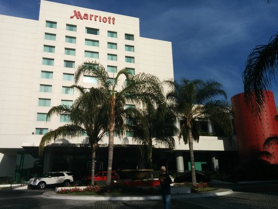 Tijuana Marriott Hotel: Front of the hotel