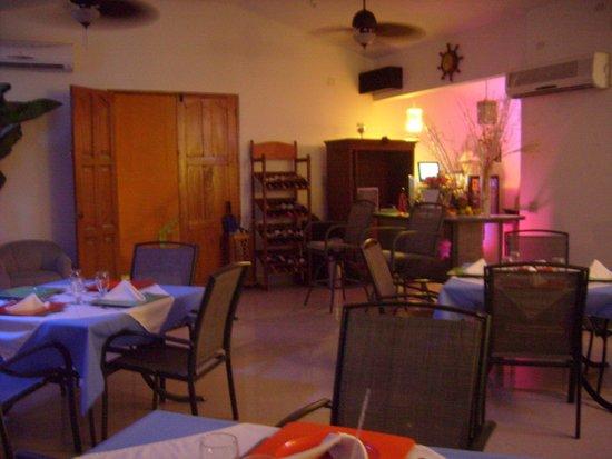 Cocoplum Beach Hotel: Entrada al comedor
