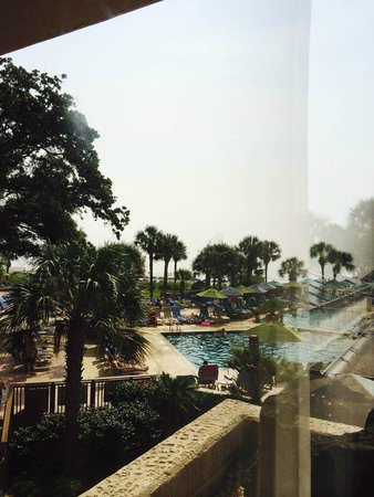 Hilton Head Marriott Resort & Spa: View of the pool from inside