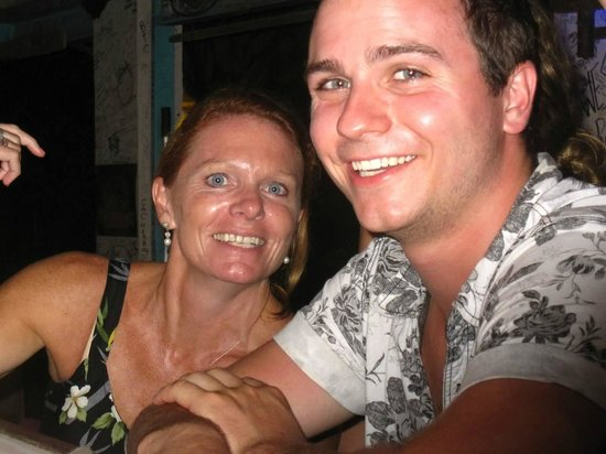 Corsairs Beach Bar & Restaurant: Vinny took a photo of my mom and me at the bar, after a long dinner !