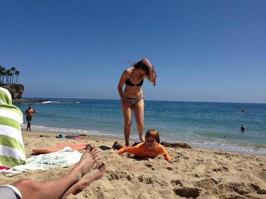 Art Hotel - Laguna Beach: Beach in front of hotel