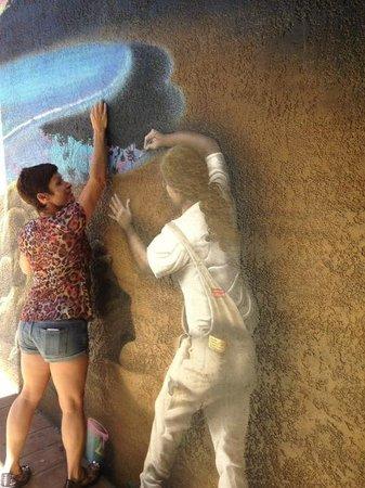 Art Hotel - Laguna Beach: Fun murals all over the hotel