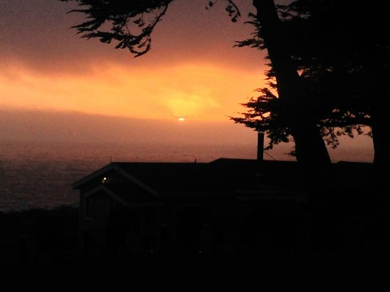 Sea Rock Inn: Sunset view from Cottage 3