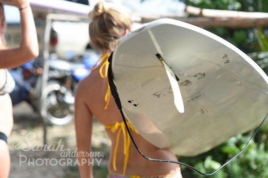 CHICABRAVA Surf Camp: Instructoria Lauren with a Chica Brava surfboard
