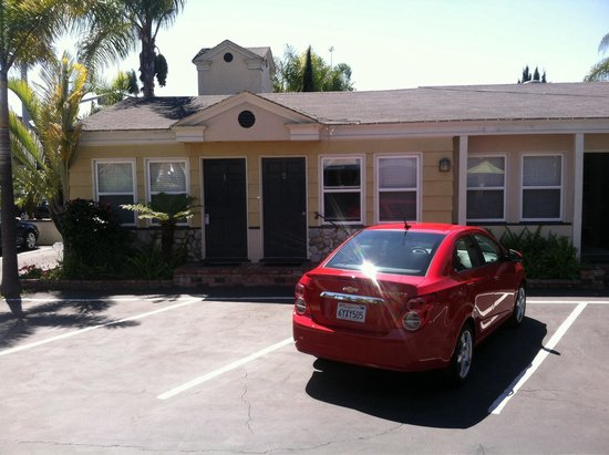 Coronado Inn: Parking and rooms