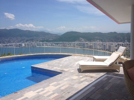 Las Brisas Acapulco: private swimming pool and view of our suite