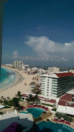 Krystal Grand Punta Cancun: other side of the view from our room