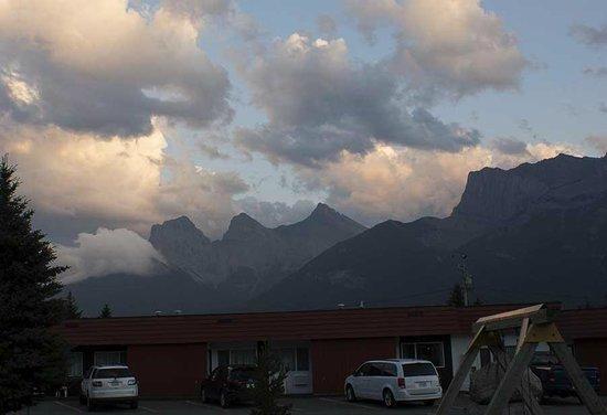 Rocky Mountain Ski Lodge: RMSL evening sky