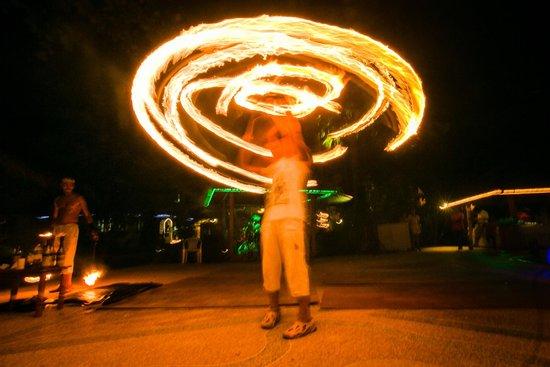Friendship Beach Resort & Atmanjai Wellness Centre : Fire Dance