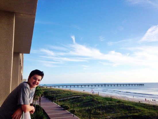 Four Points by Sheraton Jacksonville Beachfront : From our balcony looking at the ocean