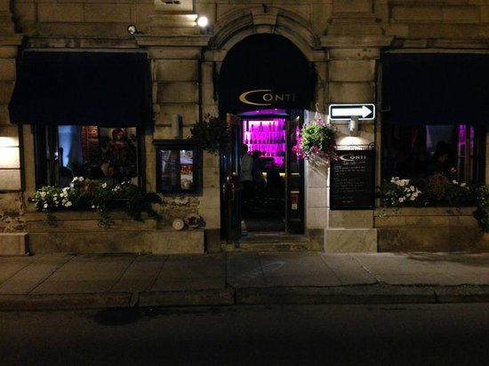 Conti Caffe: Great location and atmosphere