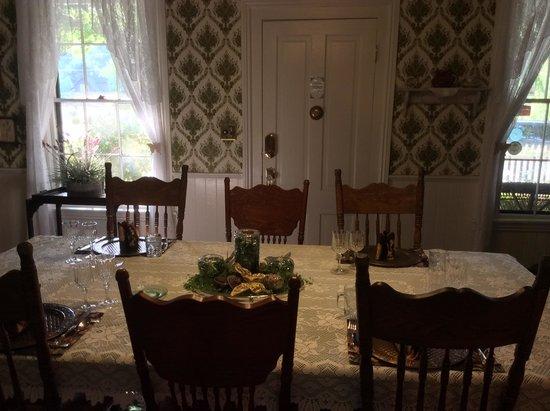 Dunbar House, 1880 : Dining Room