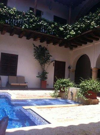 Hotel Casa del Arzobispado : piscina com hidromassagem