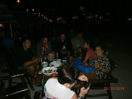 Puerto Princesa City Baywalk Park: enjoying our food and SM lights