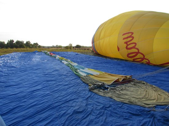 "Fair Winds Hot Air Balloon Flights : ""cold inflation"""