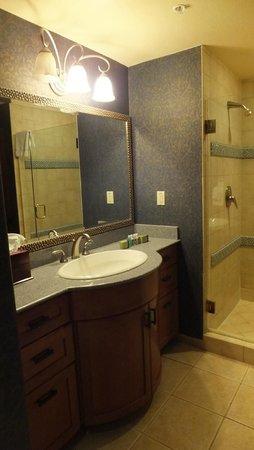 Cibola Vista: Middle Bathroom 2