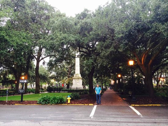Savannah Historic District: One of the many squares