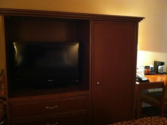 Budget Host Inn & Suites: Huge TV