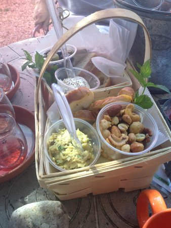 Croteaux Vineyards: Provence basket