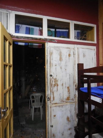 Vila Carioca Hostel: 4 person room with outdoor entrance  - NOT recommended