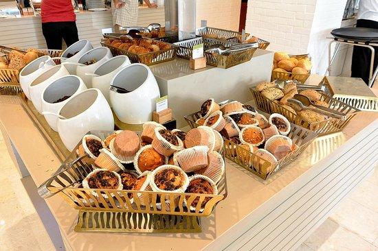 Holiday Inn Istanbul City : Cakes