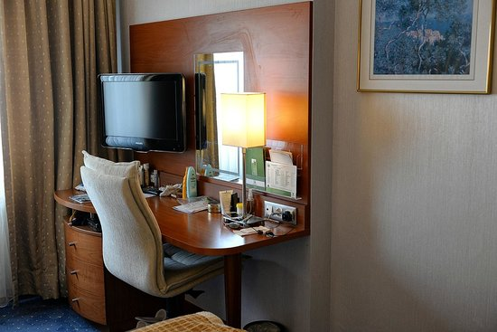 Holiday Inn Istanbul City : Dressing Table