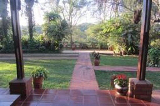 Guest House Puerto Iguazu: jardín