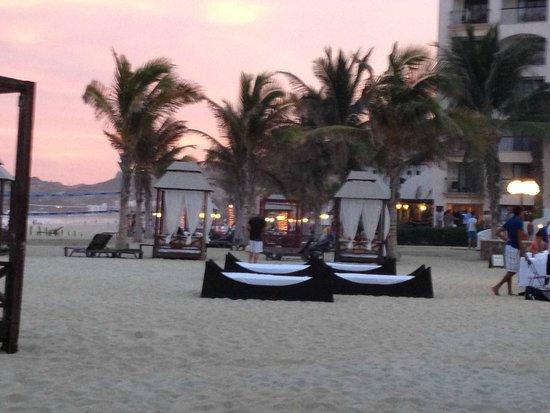 Hyatt Ziva Los Cabos: Sunset on the beach