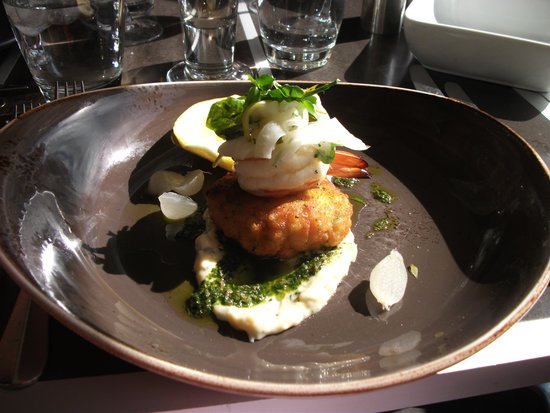 Cafe Sydney : Crab cake entree. Didn't taste as nice as it looks. Prawn was overcooked; crab was bland.