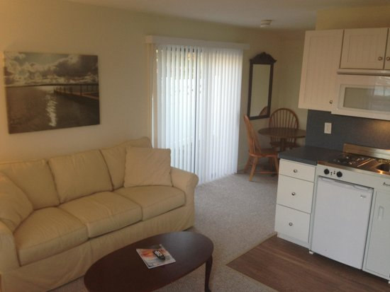 Craigville Beach Inn : We got the king suite. With the attached room. Great setup.