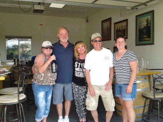 Hermosa Vineyards : meet new friends