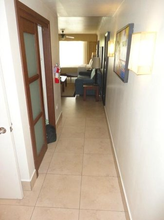 Divi Village Golf and Beach Resort: Entry Hall/Closet (has a safe for your valuables)
