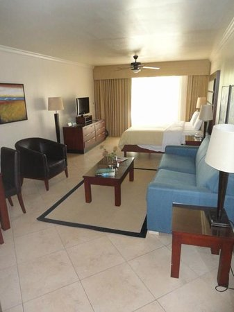 Divi Village Golf and Beach Resort: Living/Bed