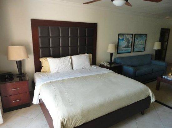 Divi Village Golf and Beach Resort: King Bed