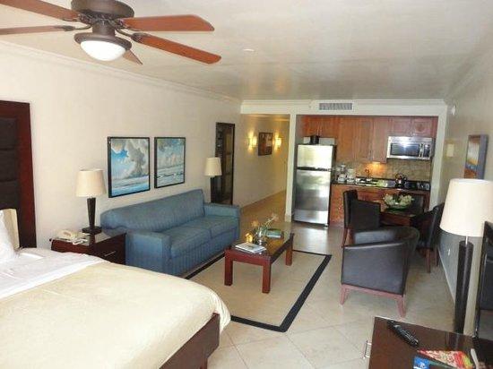 Divi Village Golf and Beach Resort: Living/Dining