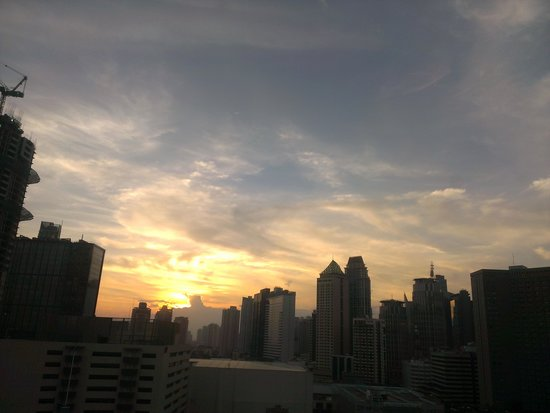 Ascott Makati: Sunset view from a room facing the bay