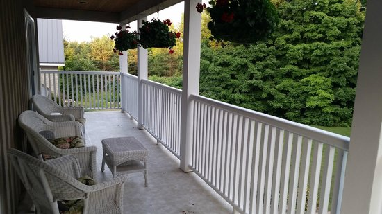 Forks in the Trail Bed and Breakfast: Balcony of upstairs rooms
