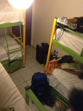 Che Lagarto Hostel Paraty: 6-person room (view from top bunk)