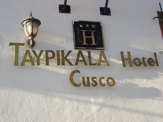 Hotel Taypikala Cusco: Entrance sign