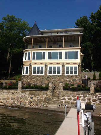 Steamboat Castle Bed & Breakfast : Photo from the dock