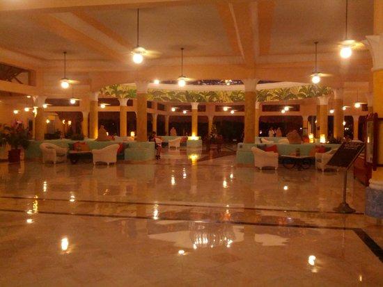 IBEROSTAR Paraiso Del Mar: hotel lobby