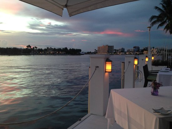 The Pillars Hotel Fort Lauderdale: Fine dining on the dock - perfect.