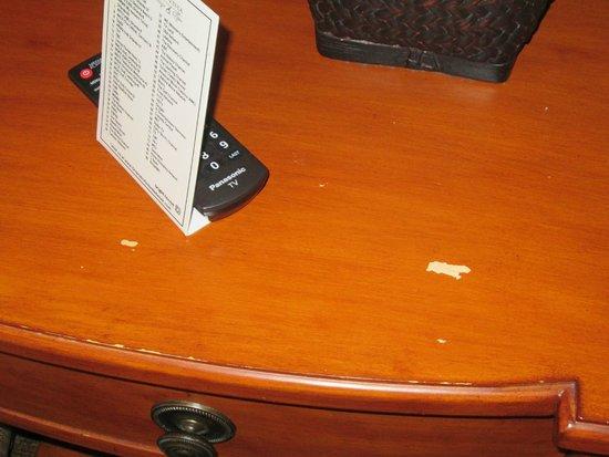 Lake Buena Vista Resort Village & Spa: end table in suite